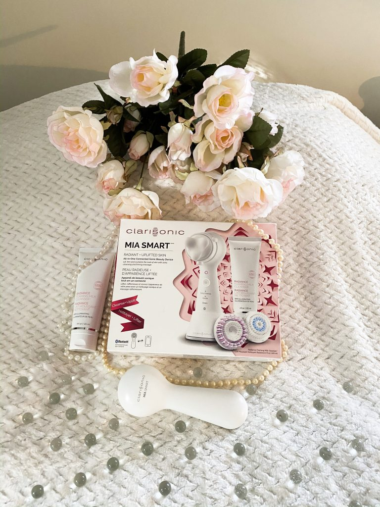 The Clarisonic Mia Smart is a great holiday gift idea !